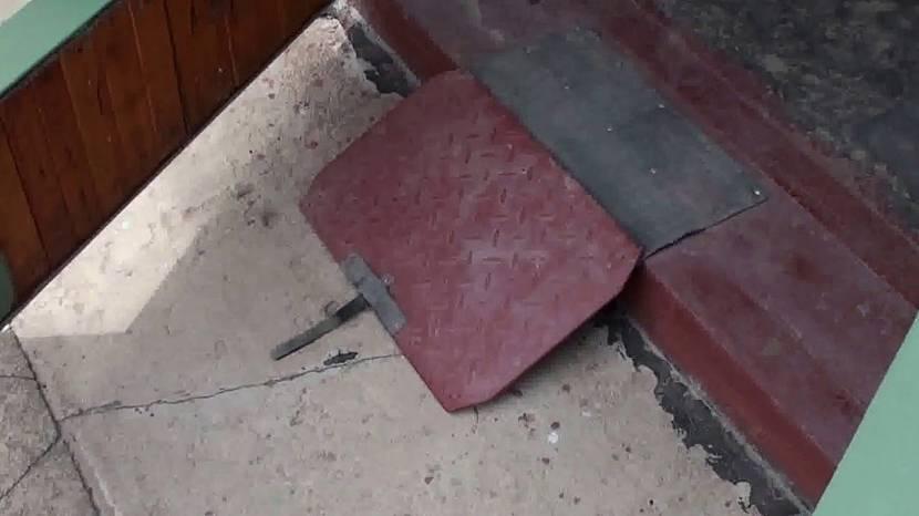 Металлическая конструкция для въезда в гараж