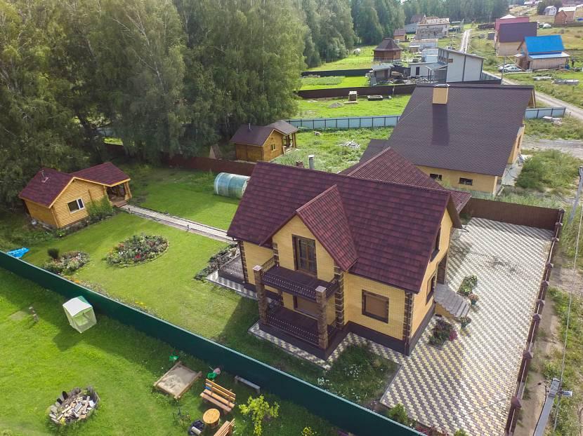 Дом с участком прямоугольной формы