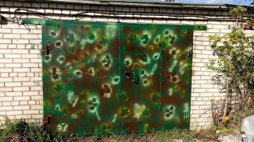 Ворота гаража в цвете хаки