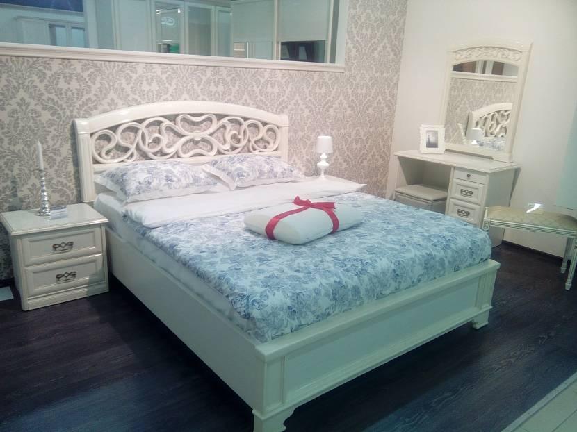 Комната в стиле тиффани с белой мебелью