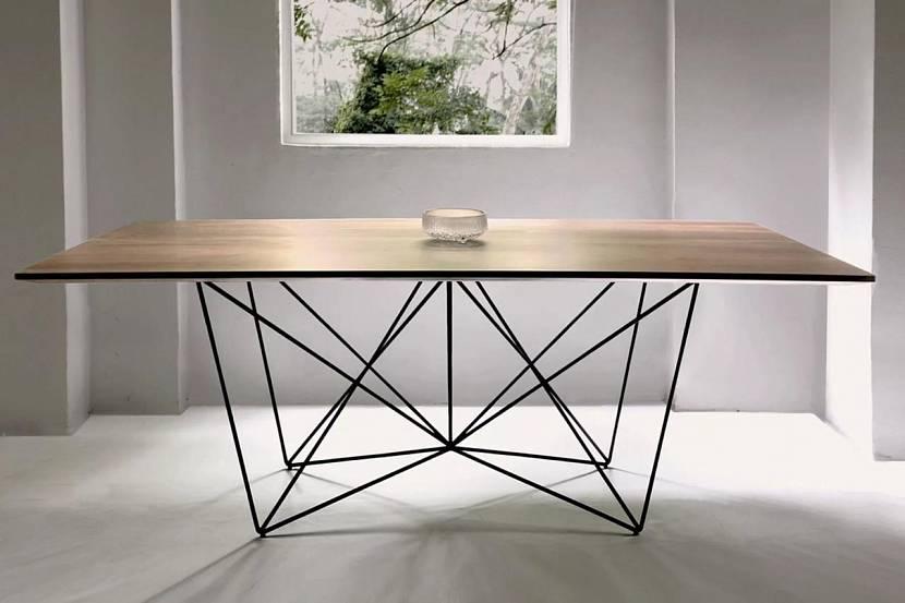 Стеклянный обеденный стол лофт
