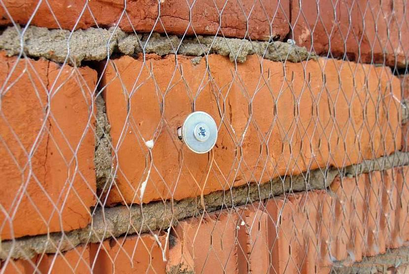Монтаж арматуры к кирпичной стене