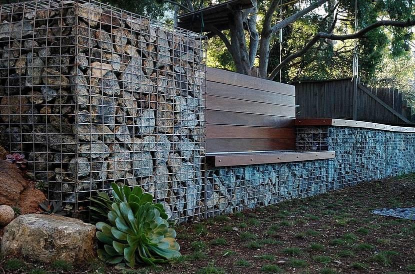 Забор с лавкой