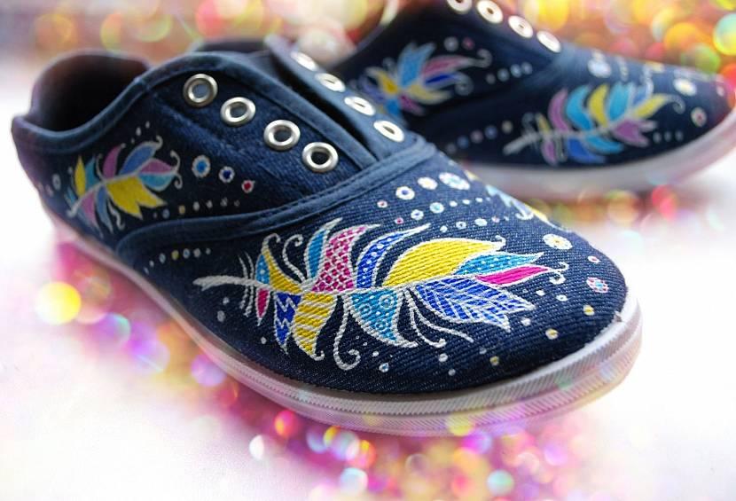 Акриловые краски для декорирования обуви
