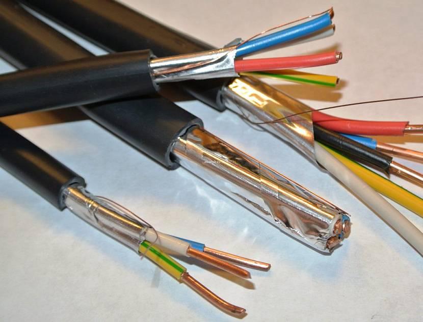 Образец многожильного кабеля с защитной оболочкой