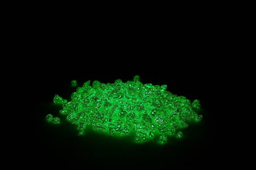 Светящиеся мелкие камни для ландшафта