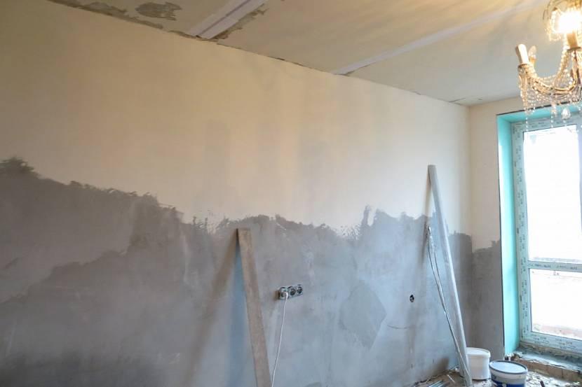 Стена до и после нанесения шпаклёвки