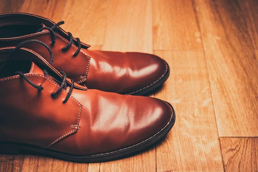 Клеевой пистолет не подойдет для ремонта обуви
