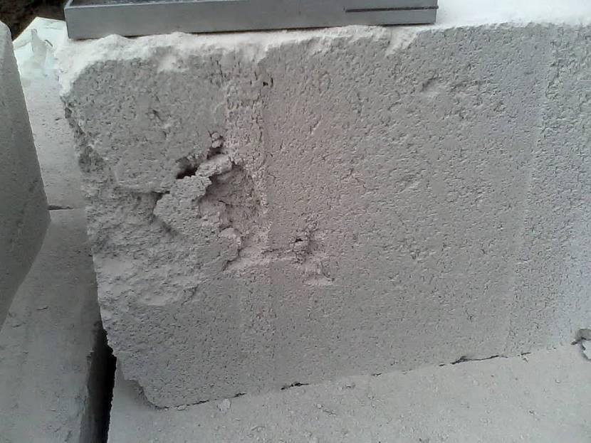 Повреждённые газосиликатные блоки