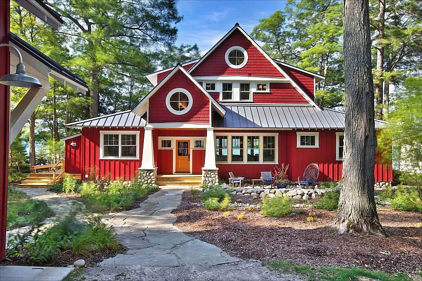 Оригинальный дом с мансардой