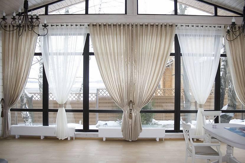 Потолочная конструкция для сплошного окна