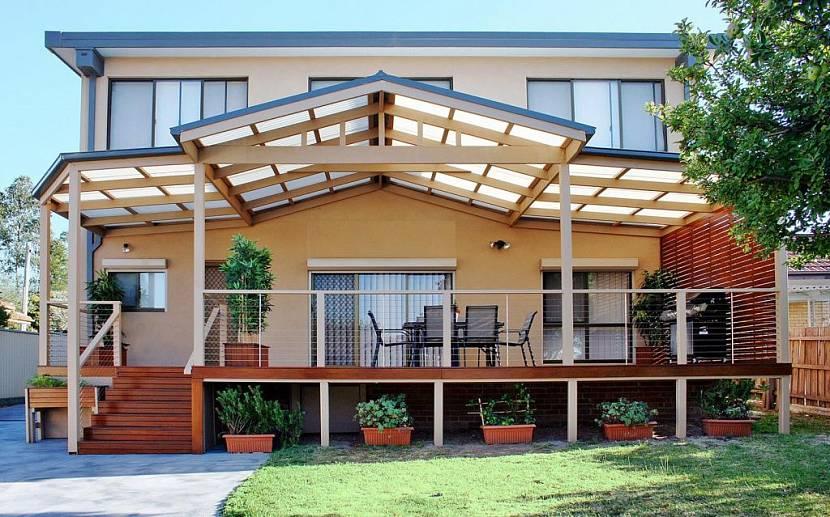 дом с верандой под одной крышей