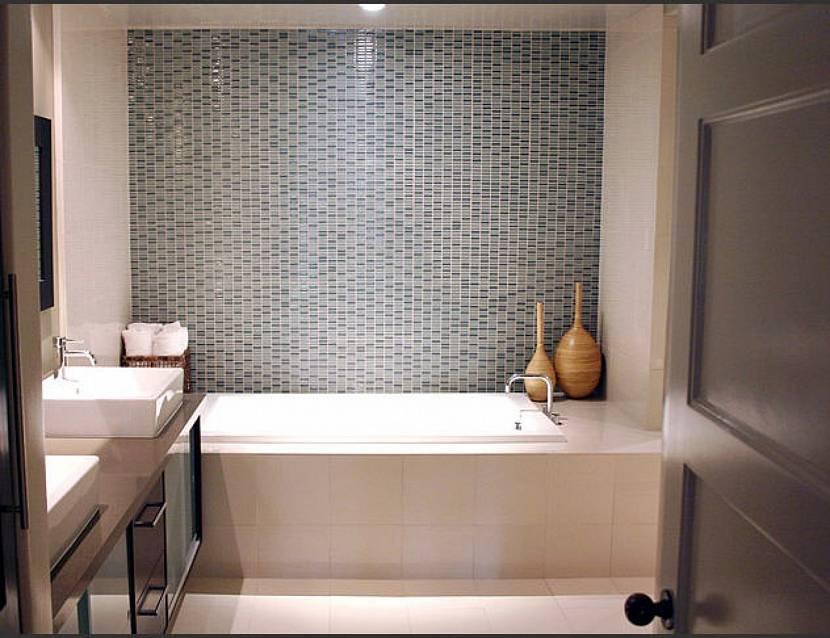 Мозаичная плитка для отделки маленького помещения ванной комнаты