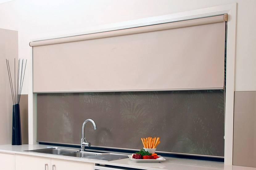 Двойная рулонная штора на кухню