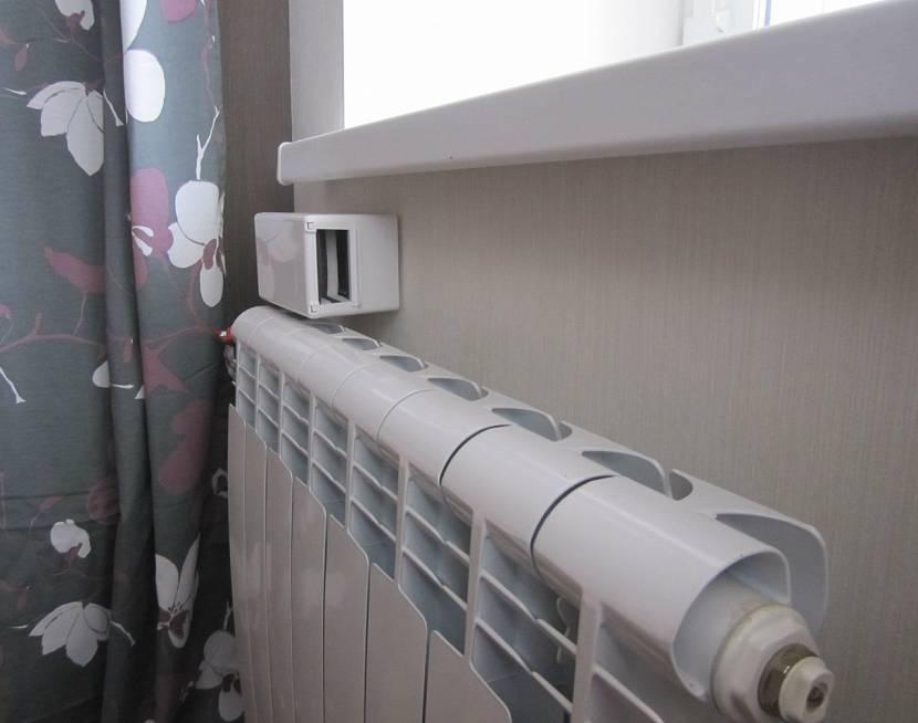 Приточный клапан в стене над батареей