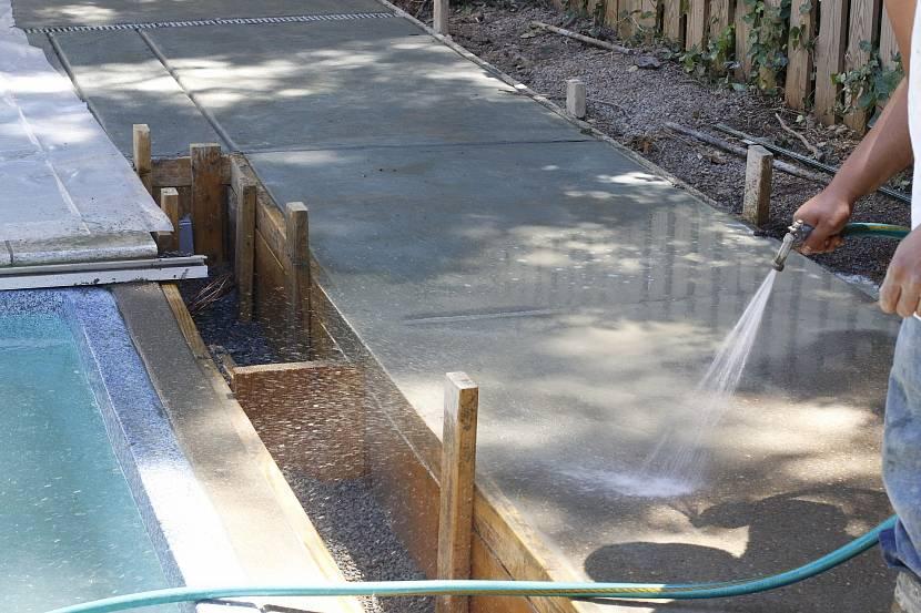 Полив бетона