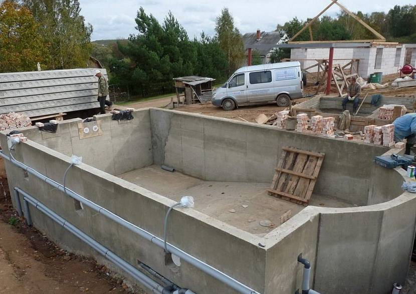 Герметичный бассейн из бетона