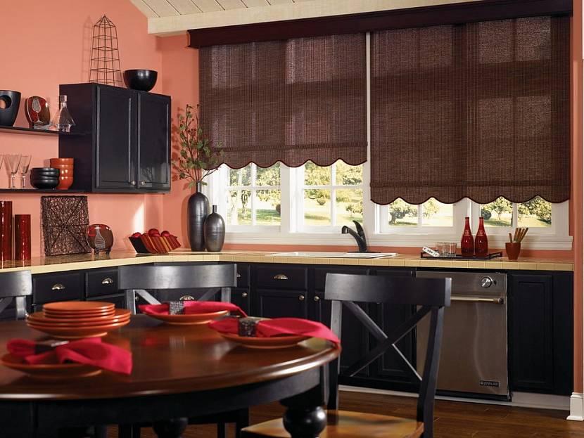 Коричневые рулонные шторы на кухню