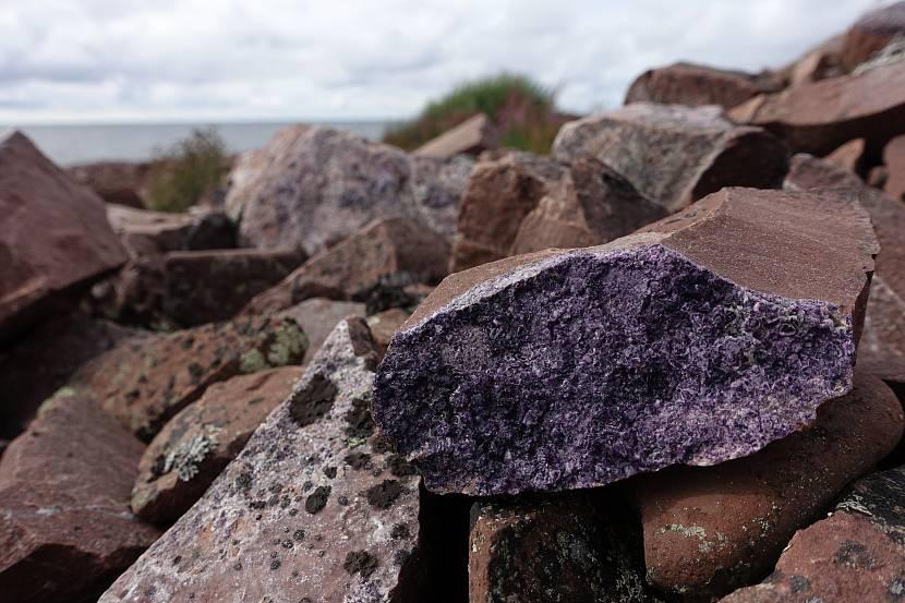 Камни магматической породы