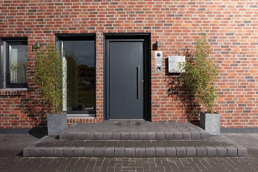 Подходящие входные двери