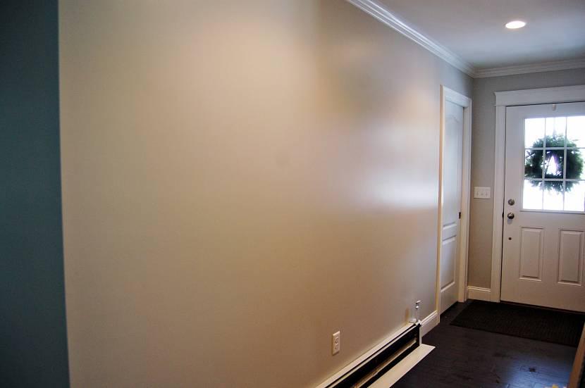 Штукатурка «короед» на стенах прихожей