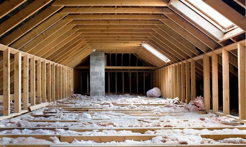 Мансардная крыша затратнее по материалам и дороже в изготовлении