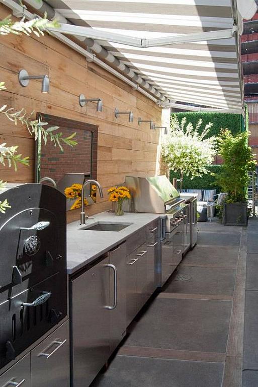 Летняя кухня под стеной