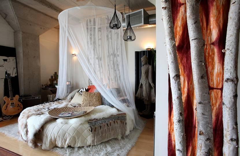 Круглая кровать с балдахином в этно-стиле