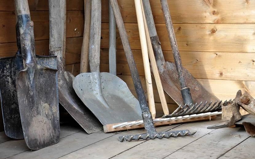 Шанцевый инструмент для обработки почвы