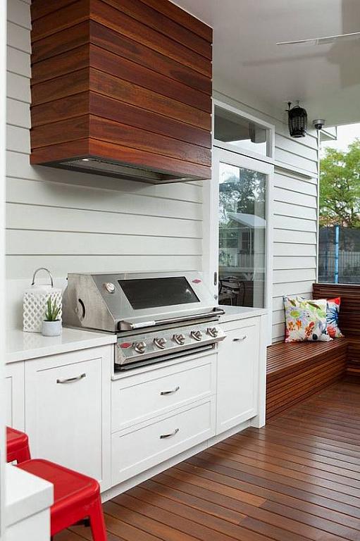 Летняя кухня под навесом у дома