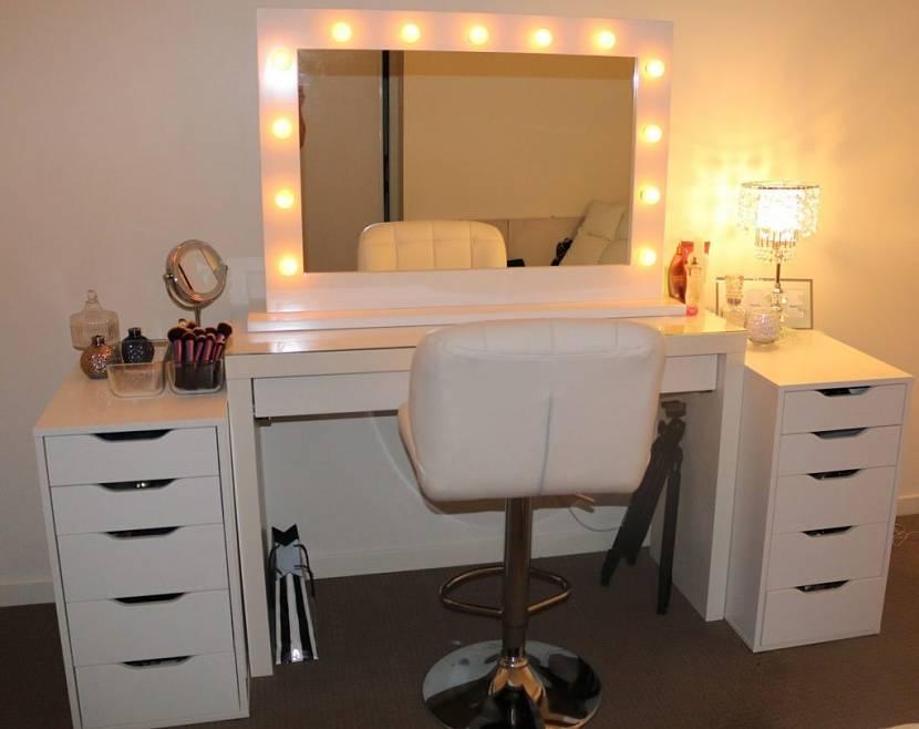 Зеркало для столика с подсветкой