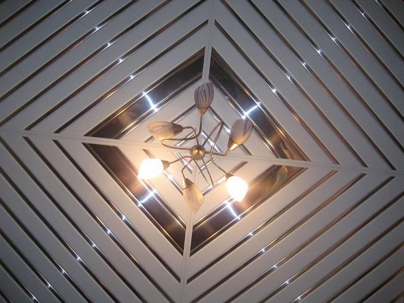 потолочные панели из пластика фото серебряным кувшином