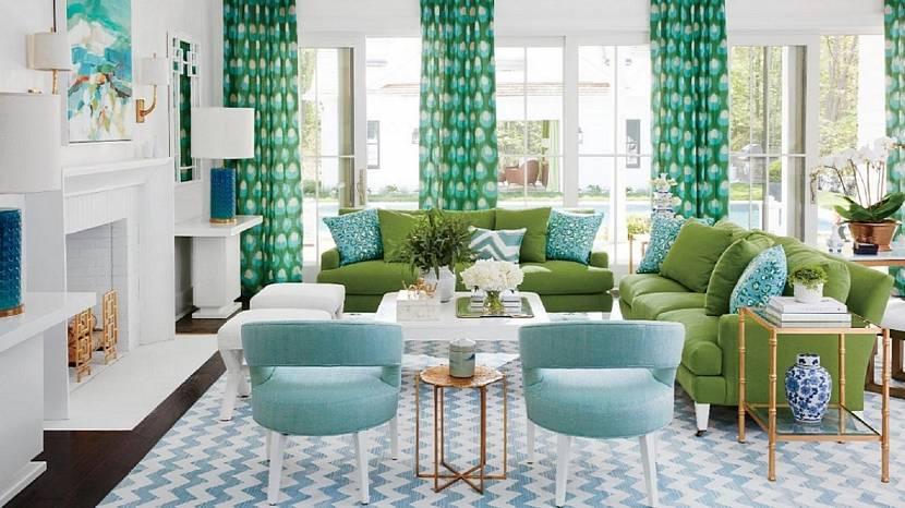 Голубой интерьер с зеленым диваном