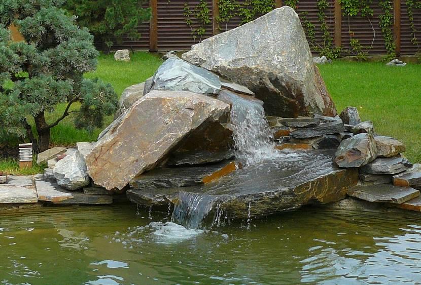 Декоративный каскадный водопад