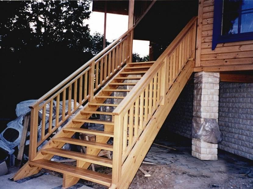 Прочные перила - необходимый элемент крутой лестницы