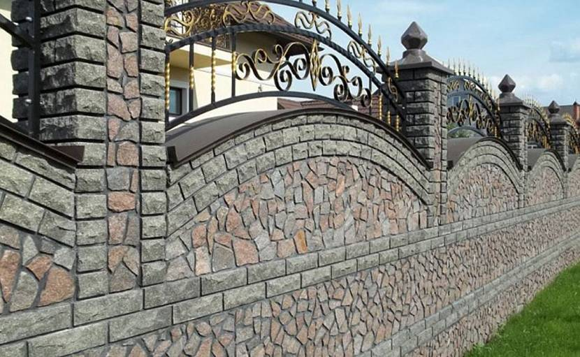 Кованый комбинированный забор