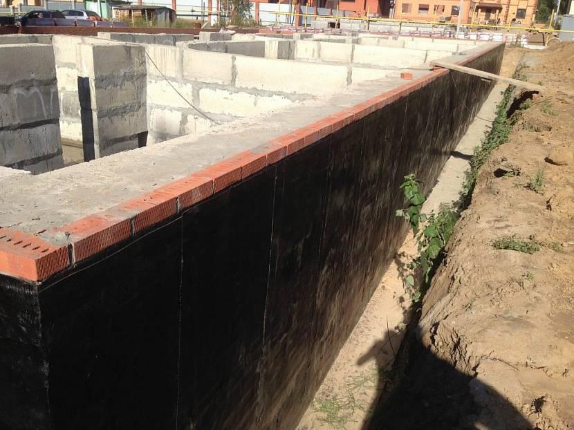 Гидроизоляция стен цоколя
