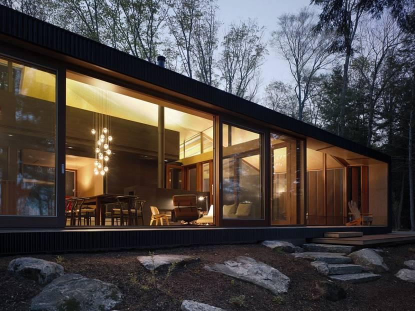 Дома из стекла и дерева фото из-за