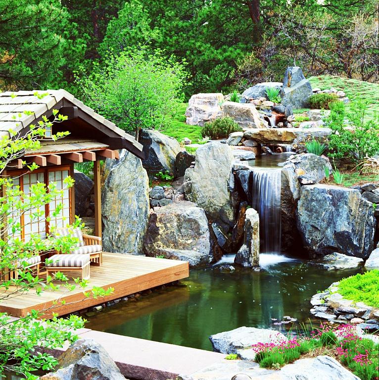 Искусственный водоем в природном стиле