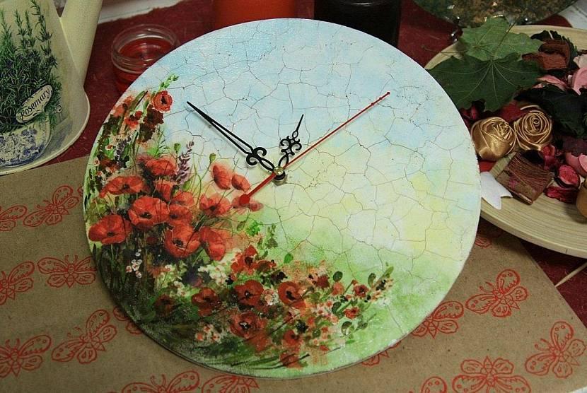 Красивые часы для спальни или кухни