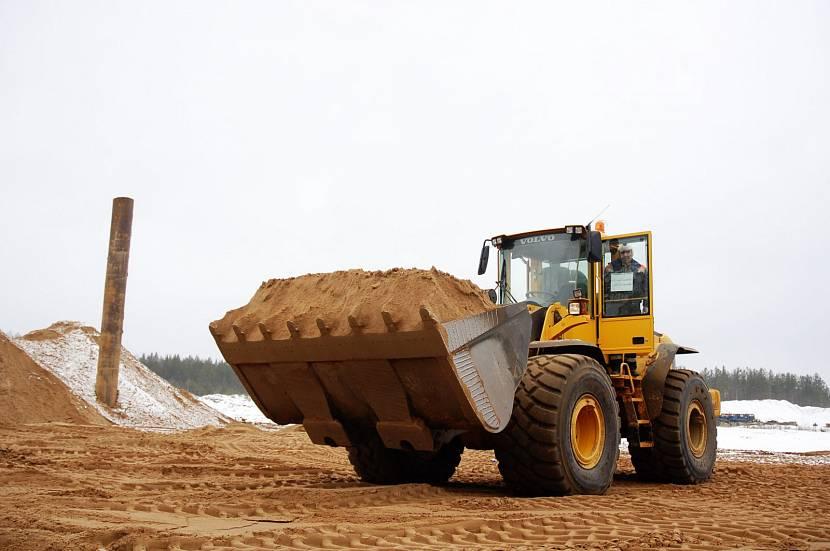 Самый подходящий заполнитель для бетона – песок, промытый течением реки
