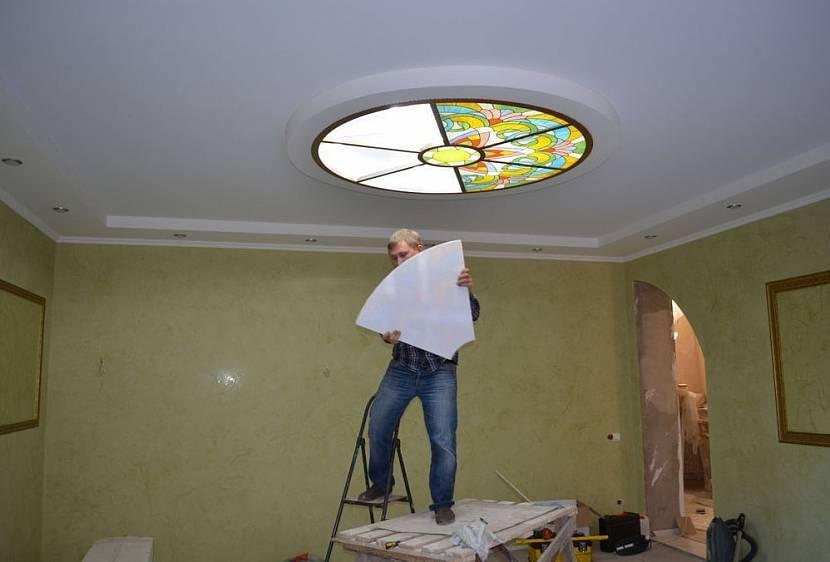 Монтаж витража на потолок