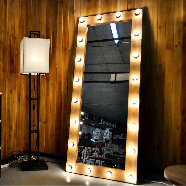 Зеркало в стиле лофт с подсветкой