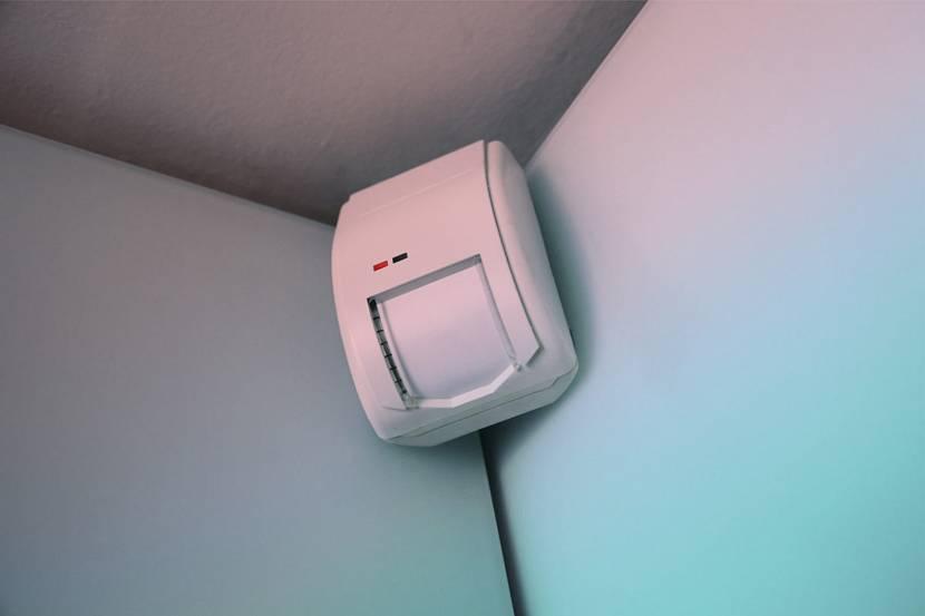 Оптимально – монтаж прибора в углу помещения