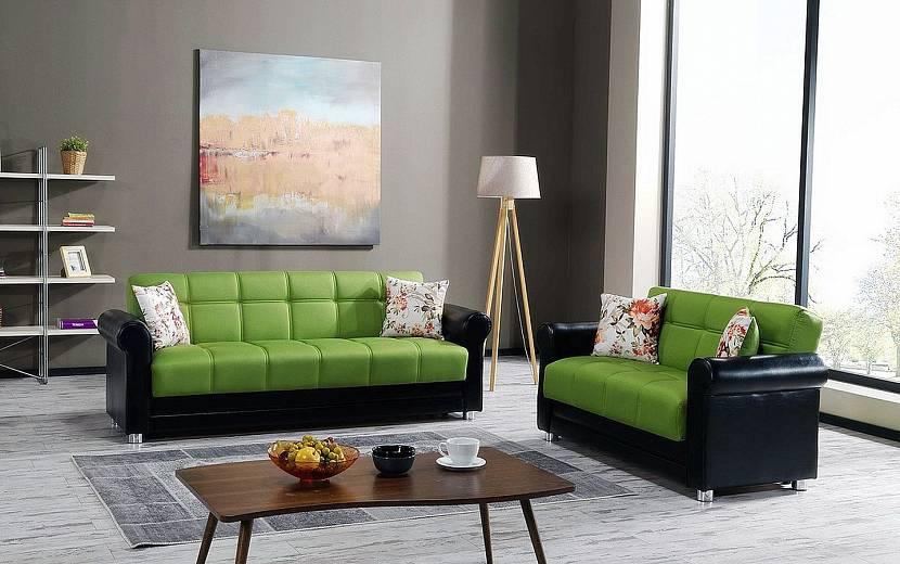 Серый интерьер с зеленым диваном