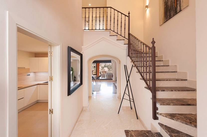 Маршевая лестница одна из простых