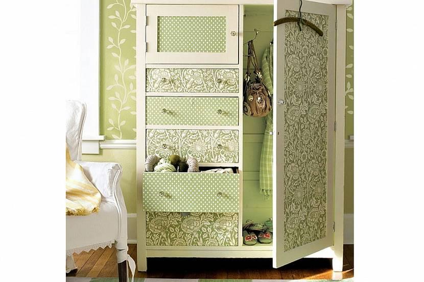 Обои – хороший материал для преображения внешнего вида мебели
