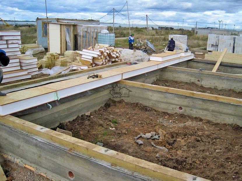 Фундамент под дом из СИП панелей.jpg