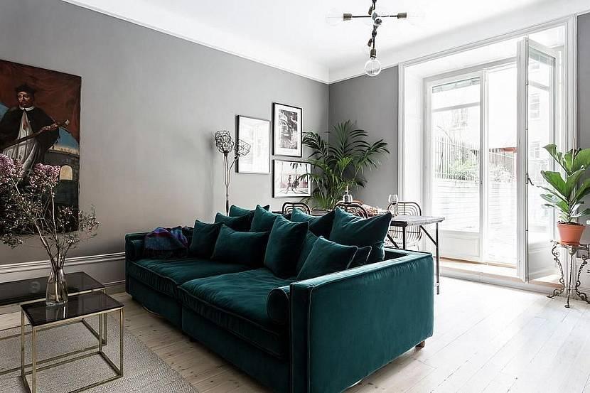 Изумрудный диван в интерьере