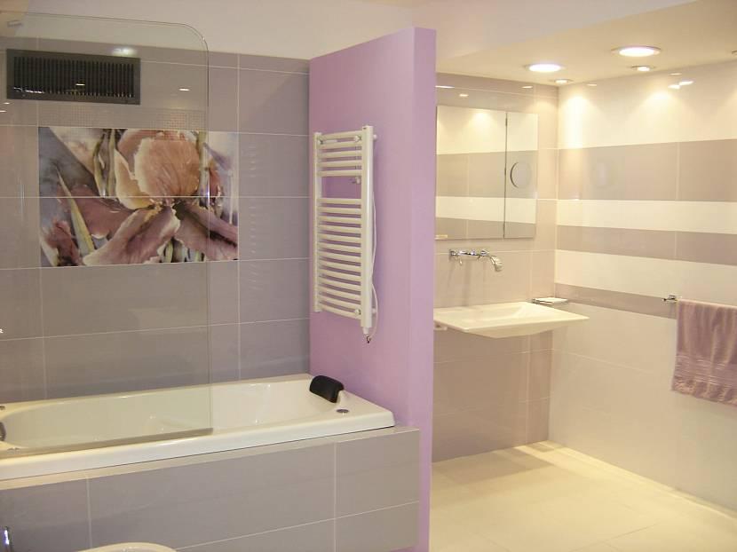 Ванная в бежево-фиолетовых тонах